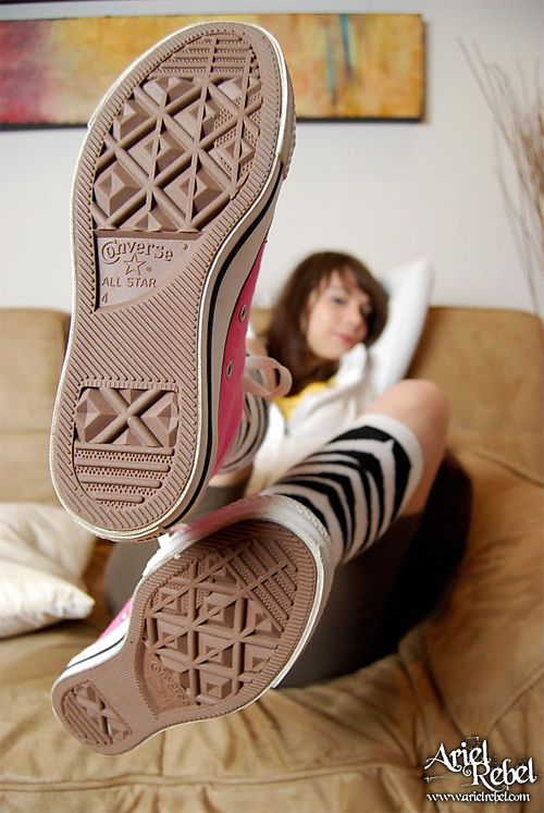 ariel rebel unplugged - pink converse