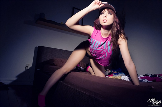 arielrebel_pinkcobain02